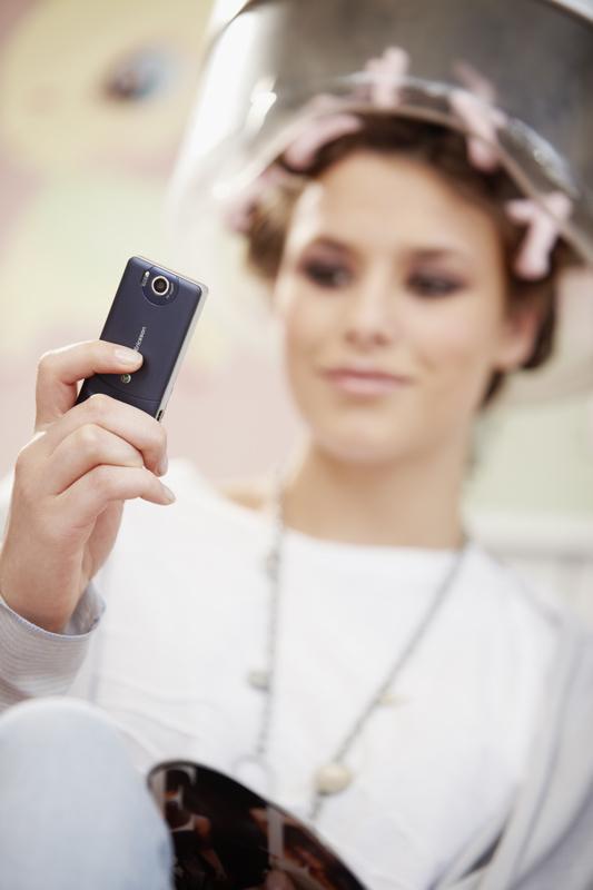 Un Sony Ericsson S312 pour téléphoner sous le casque à ...