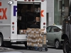 Les camions Fedex amènent de nouvelles provisions (10h00)